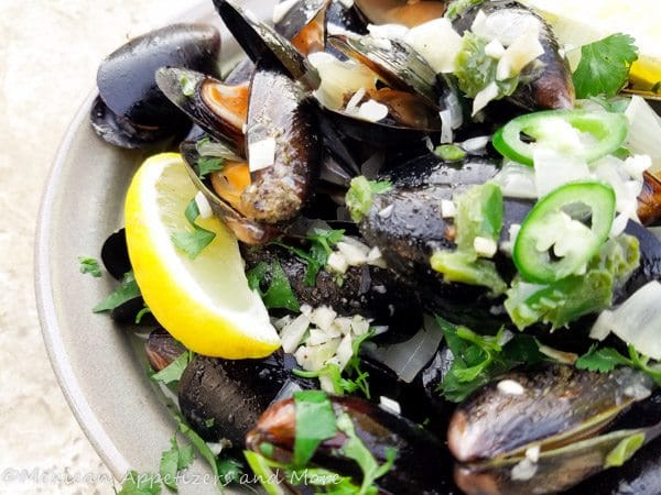 Spicy Mussels in White Wine Sauce-3