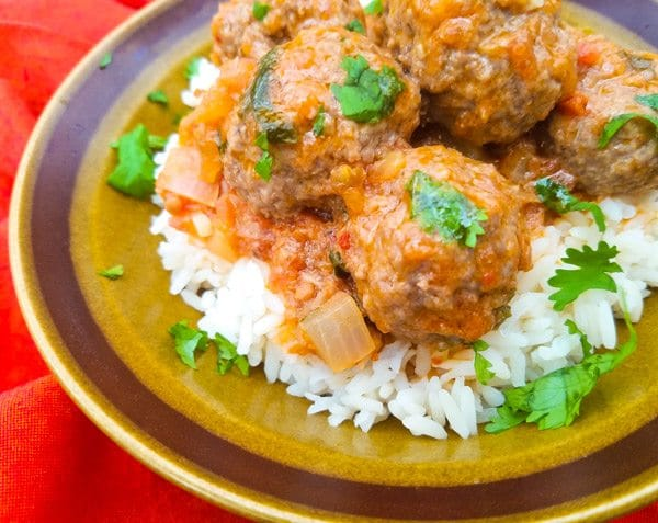 Albondigas en Salsa de Chipotle-Meatballs in Chipotle Sauce served in a brown bowl on top of white rice.