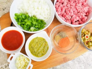 Ingredients for the pastelitos de carne in individual bowls.