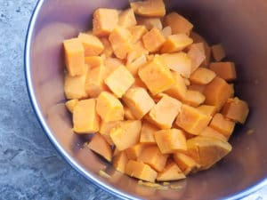 ooked cubed batatas in saucepan.